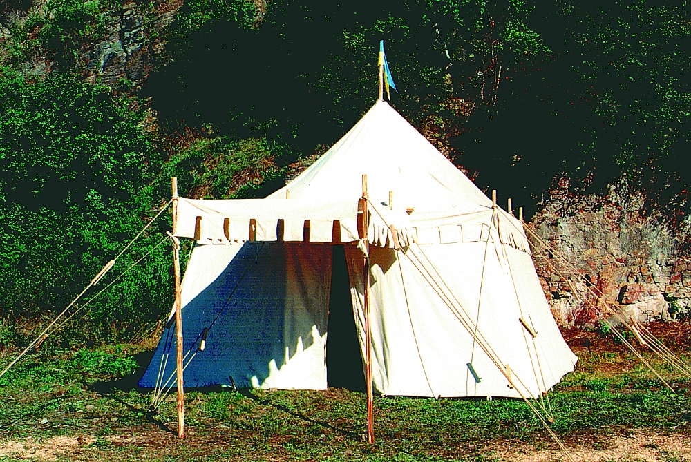 A rectangular medieval tent with side poles u0026 awning & Lancelot | FamWest natural tents